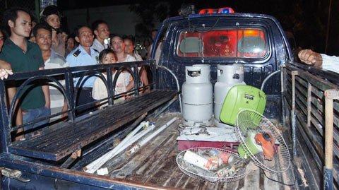 Lực lượng chức năng thi được 2 bình gas 12kg và 3 bình gas mini tại vụ nổ gas ngày 7/4