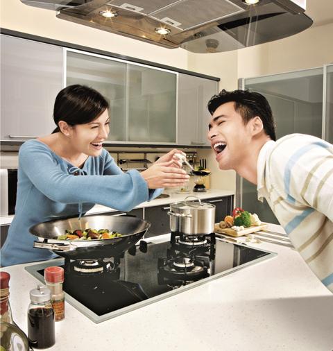 Độ sang trọng của bếp gas âm được đánh giá rất cao, giá thành phải chăng, phù hợp với không gian bếp mọi nhà