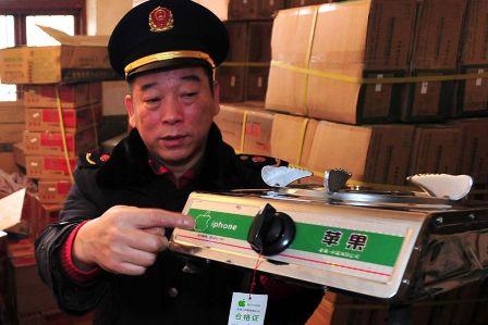 Bếp ga giả Trung Quốc mang nhãn hiệu iPhone, chuyện lạ đó đây