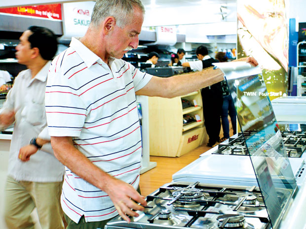 Lắp vòng kim loại để kiểm soát khí gas, mua các loại bếp tiết kiệm gas