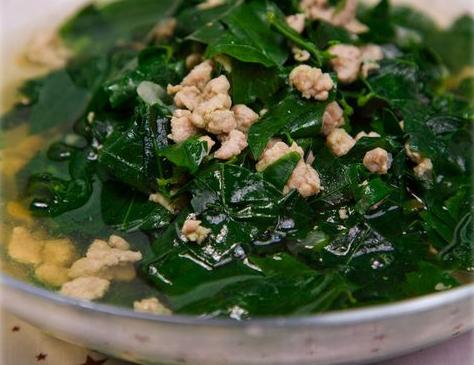 Rau ngót là loại rau quanh năm, nấu canh rất ngon và có thể nấu với ...