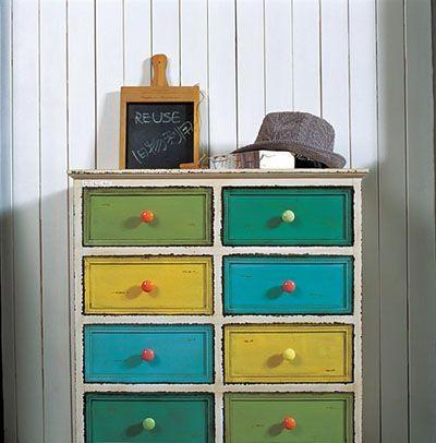Chiếc tủ nhiều ngăn này đã quá cũ kỹ, nhưng nếu vẫn còn sử dụng được sao bạn không ...
