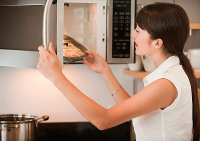 Mẹo làm sạch nhanh lò vi sóng giúp các bà nội trợ dễ dàng hơn trong công việc bếp núc ...