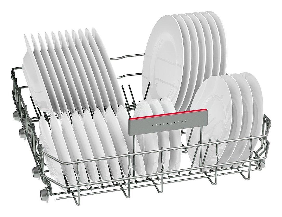 Sắp xếp bát đĩa trên khay máy rửa bát Bosch SMV46KX00E